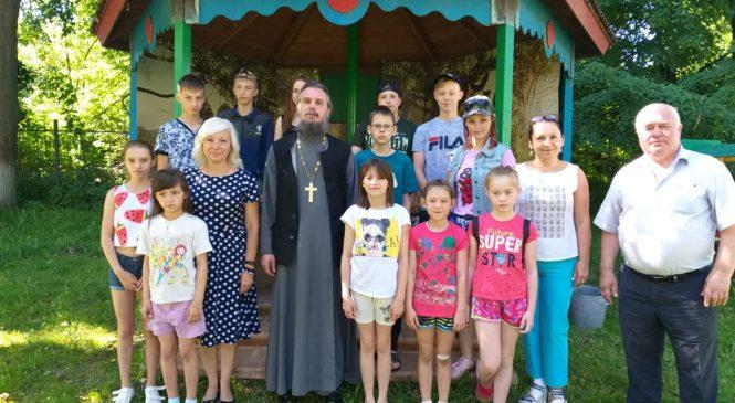 Посещение детского дома и передача подарков