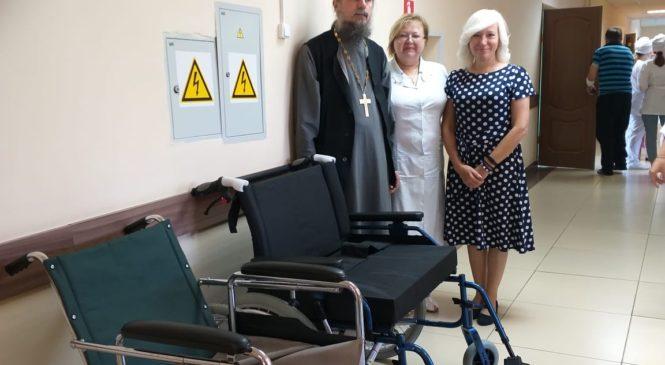 Передача в терапевтическое отделение №2 инвалидных колясок.
